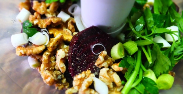 beetroot walnut dip preparation(small)
